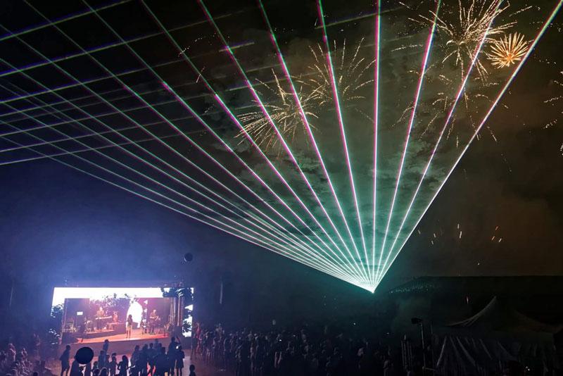 aveo-laser-spectacle-laser-volumetrque-5.jpg